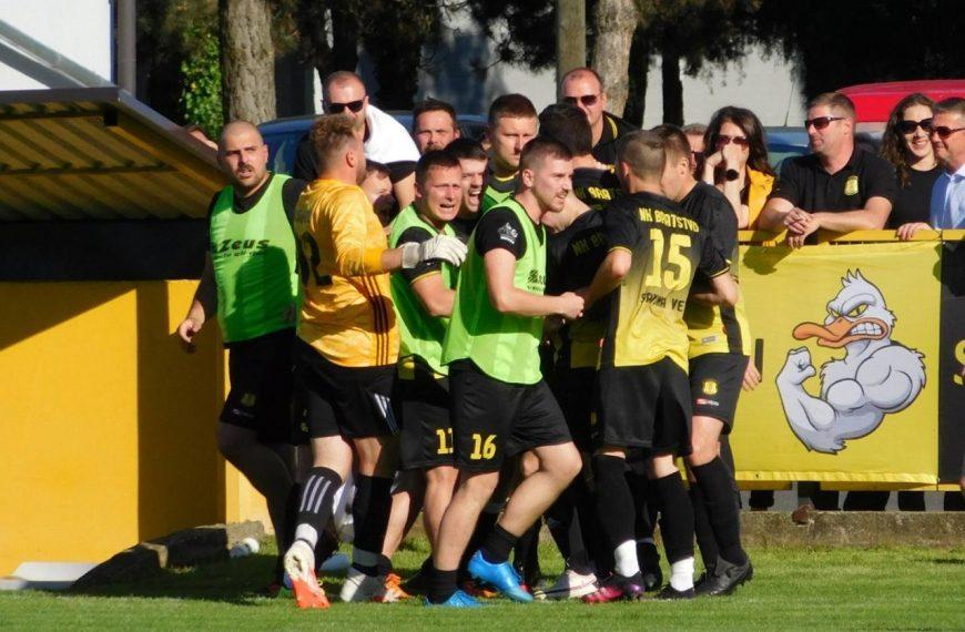 Raspucani nogometaši, Bratstvo (SV) novi prvak
